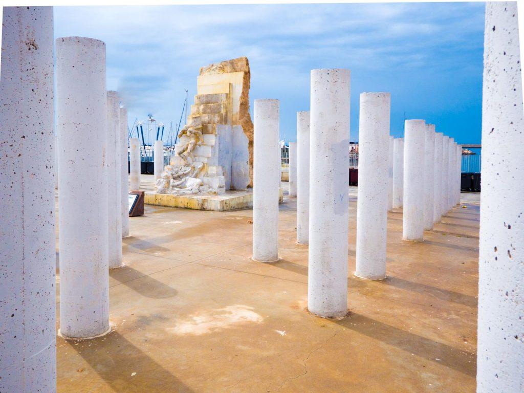 Monument sur le port d'Almeria